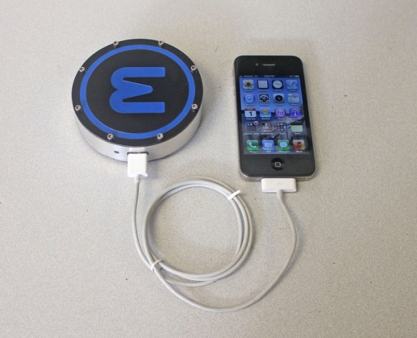 Epiphany-onE-Puck-chargeur-smartphone-2